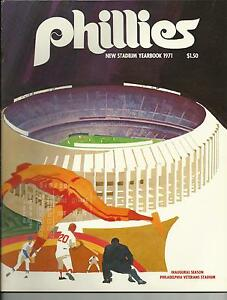 1971 PHILADELPHIA PHILLIES YEARBOOK NR MINT CONDITION FIRST YEAR AT VET STADIUM