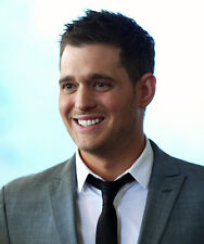 Michael Buble UNSIGNED photo - D1202 - HANDSOME!!!!