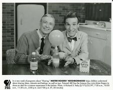 FRED ROGERS BILL NYE THE SCIENCE GUY MISTER ROGERS NEIGHBORHOOD PBS TV PHOTO