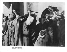 THE SON OF THE SHEIK (1926) Rudolph Valentino Faces an Angry Mob With Daggers