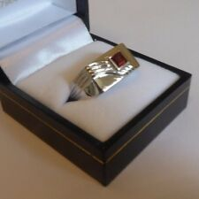 9ct WHITE gold gents RING Chunky rectangular face Square table cut GARNET red