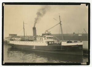 o69 SS Venture at Union Steamship dock in British Columbia 1910-47 / LARGE photo