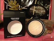 "MAC MINERALIZE SKINFINISH "" LIGHTSCAPADE "" NEW IN BOX  AUTHENTIC"