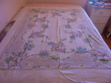 VINTAGE LARGE TABLECLOTH GARDEN FLOWERS NO HOLES RIPS VINTAGE KITCHEN TABLE LINE
