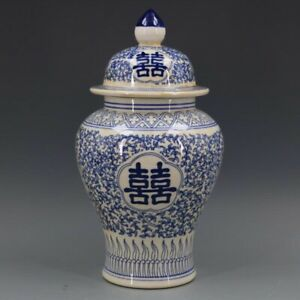 Chinoiserie vase  Blue and White Chinese Porcelain Ginger Jar 1.1