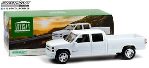 GreenLight 1:18 1997 Chevrolet 3500 Crew Cab Silverado - Olympic White 19072