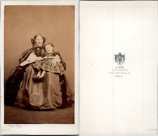 Ken, Paris, Femme tenant une petite fille sur ses genoux, circa 1860 CDV vintage