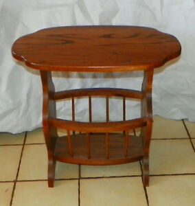 Solid Oak Magazine Rack End Table / Side Table  (T879)