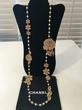 Auth. CHANEL '08 A Pearl Art Deco CC Logo CAMELLIA Flowers Long Collier Necklace
