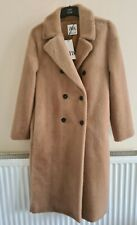 Brand new zara long double breasted faux fur coat colour CAMEL  in size .  M