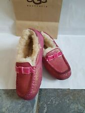 Original /ugg uggs Kids slippers size 13 or eu 31 pink colour.