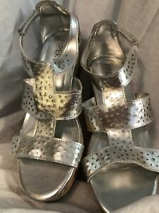 PIPER 4 M SHINY SILVER SLIP ON SANDALS EUC FREE MASK