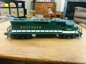 Used LIONEL / Williams O-Gauge Green GP-35 Diesel Engine Non Powered.