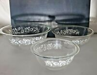 VTG Pyrex 3 Nesting Mixing Bowls COLONIAL MIST CLEAR GLASS W/ WHITE FLOWERS 1L .