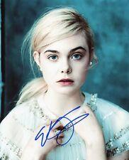 AUTOGRAPHE SUR PHOTO 20 x 25 de Elle FANNING (signed in person)