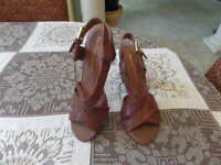 New Franco Sarto Cognac Brown Leather Strappy Block Heel Sandals Size 8M