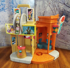 2005 Fisher Price SWEET STREETS City Dinner & A Show Theater Restaurant Playset