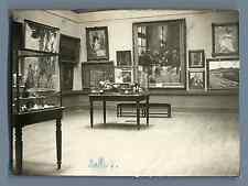 France, Intérieur d'un Musée. Salle 3 Vintage silver print.  Tirage argen