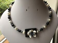 Black/Grey/White Shell Pearl, Central Agate, Flower Feature Memory Wire Necklace