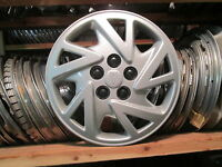 one genuine 2000 to 2005 Pontiac Sunfire bolt on 14 inch hubcap wheel cover