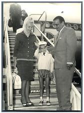 Yan Demaria et ses parents à Orly Vintage silver print Tirage argentique  13