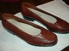 TROTTERS LADIES BROWN WOVEN LEATHER FLATS