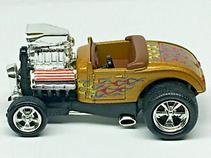 Muscle Machines '32 FORD ROADSTER w/RRs (Gold) Mint/Loose 1/64
