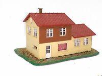 Schönes Einfamilienhaus mit Anbau BELEUCHTET Spur N D0329