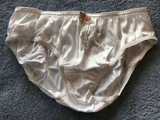 Vintage Soen 100/% Nylon Hipster Bikini Panties Small 5 NWT