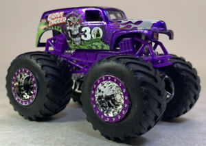 Hot Wheels Monster Jam 30th Anniversary Grave Digger w/ Topps Card Loose (1290)