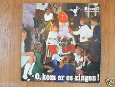 LP 7 INCH SINTERKLAAS O,KOM ER ES ZINGEN,DE ZUSJES MEISJESKOOR 33,5 RPM