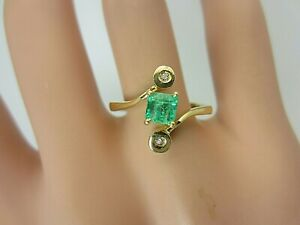 Vintage 18k Yellow Gold Colombian Emerald and Diamond Ring 0.34 ct