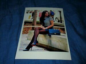 STUNNING BRUNETTE COUGAR MODEL POSING w LEGS CROSSED-HEELS BLACK PANTYHOSE PHOTO