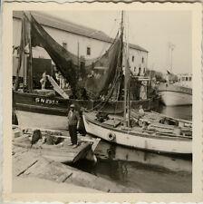 PHOTO ANCIENNE - VINTAGE SNAPSHOT - PÊCHEUR BATEAU PÊCHE FILET PORT - FISHING