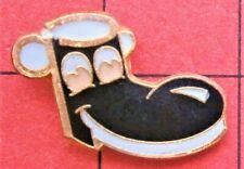 Brooch tie lapel pin badge Bt787*) Enamel walking happy smiley boot