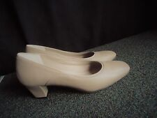 Liz Baker Classic Beige Pump Shoes Womens Shoe size 7.5