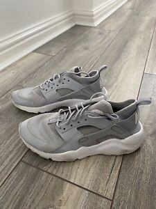 Nike Air Hurache Size 5.5