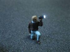 F62 - H0 Figur mit Taschenlampe mit LED Beleuchtung 1:87