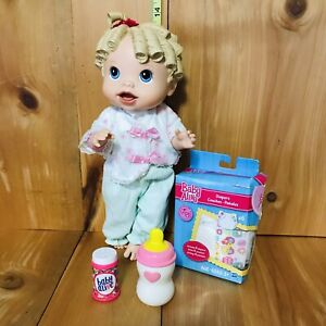 2009 Hasbro Baby Alive Plastic Talking Blonde Baby Doll w/ Bottle & Pampers  B-5