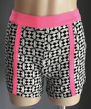 Pre-owned MIRACLE Black & White Geo Print High Waist Shorts w Pink Trim Size 8