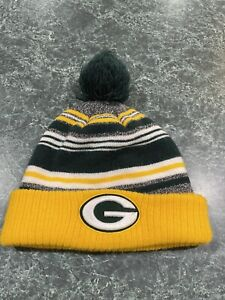 NFL Team Apparel Green Bay Packers Youth Cuffed Pom Knit Hat