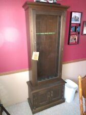 Vintage Wood Gun Cabinet With Glass Locking Door with Keys. Holds 6 Guns