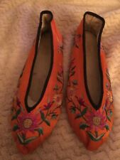 Vintage Butterfly floral embroidered Chinese flat shoes size 8x2 leather soles