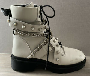 BNWT ZARA WHITE LEATHER BIKER BOOTS WITH STRAPS CHAINS & PEARLS UK 7 40