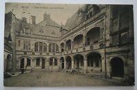CPA Blois Hotel d'Alluye la Cour Interieure