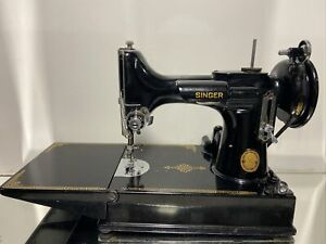 Vintage Singer 221k Featherweight Sewing Machine with some Accessories