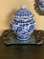 """Classic Chinese Blue White Porcelain LIDDED GINGER JAR 13"""" With Wood Stand"""