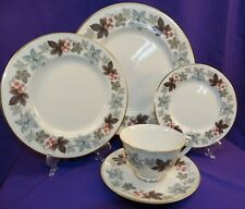 """ROYAL DOULTON TRANSLUCENT CHINA 5 PC PLACE SETTING """"CAMELOT"""" LEAF & BERRY ENGLAN"""