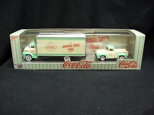 M2 Machines Auto Haulers Coke Ford 1956 COE & 1956 Ford F-100 Limited Edition.