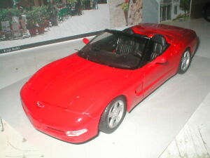 1:18 Scale 1998 Chevrolet Corvette Die Cast Metal Car Maisto